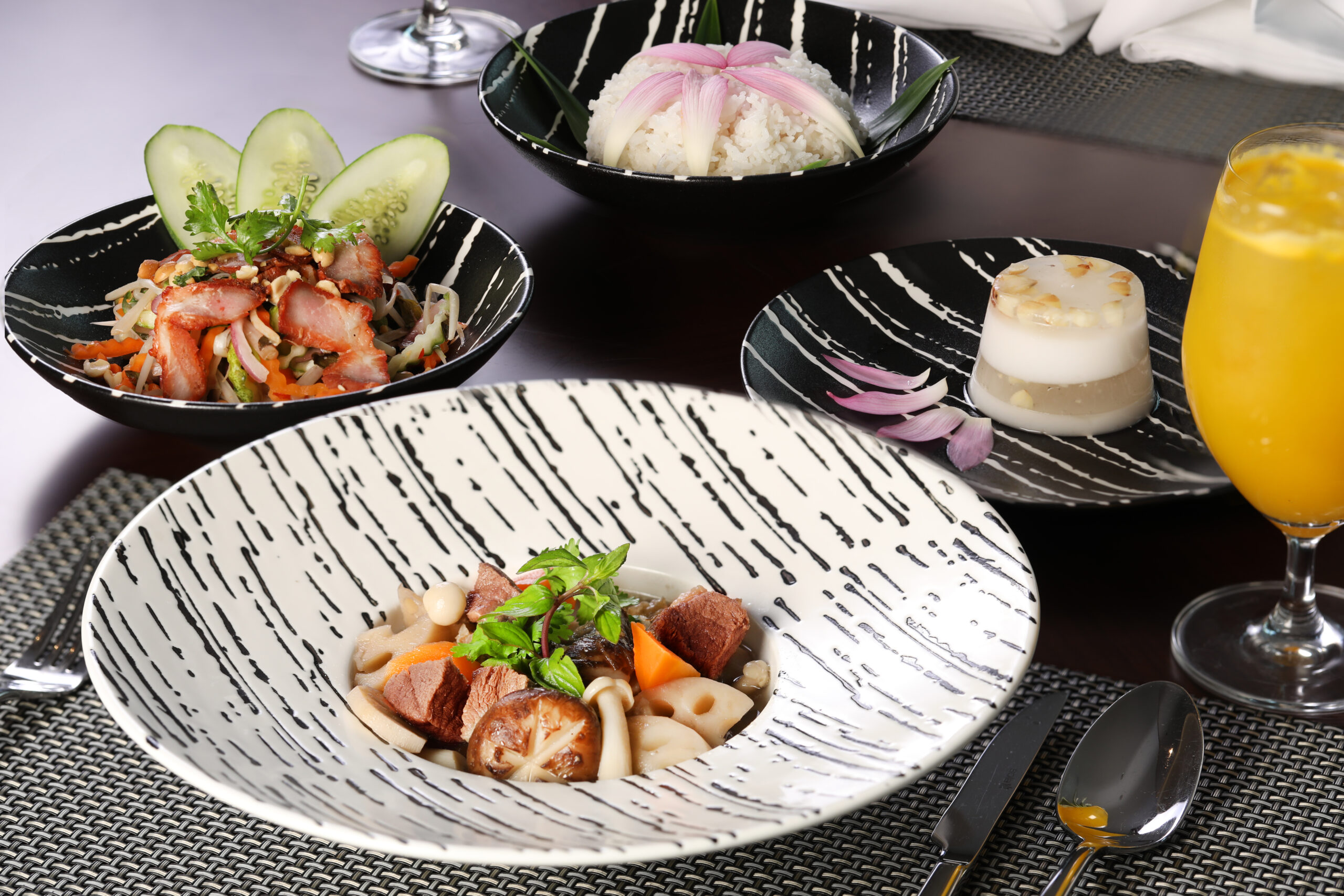 Happy Lunch – 30% off for 2nd person on Wednesday